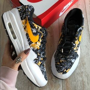 NWT Nike Air max 1 QS floral print NWT